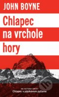 Chlapec na vrchole hory